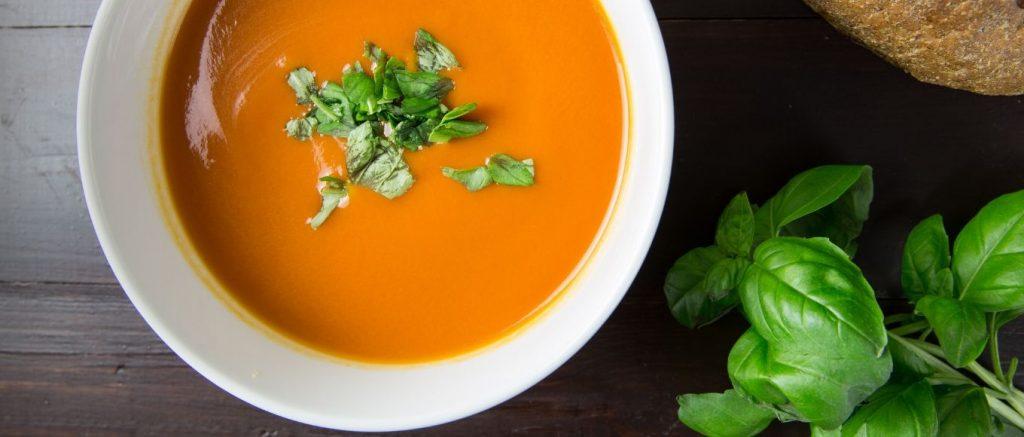 ¿Son saludables las sopas y cremas de verdura listas para tomar?